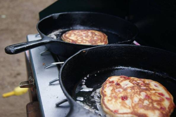 appropriate cooking of the camping pancakes