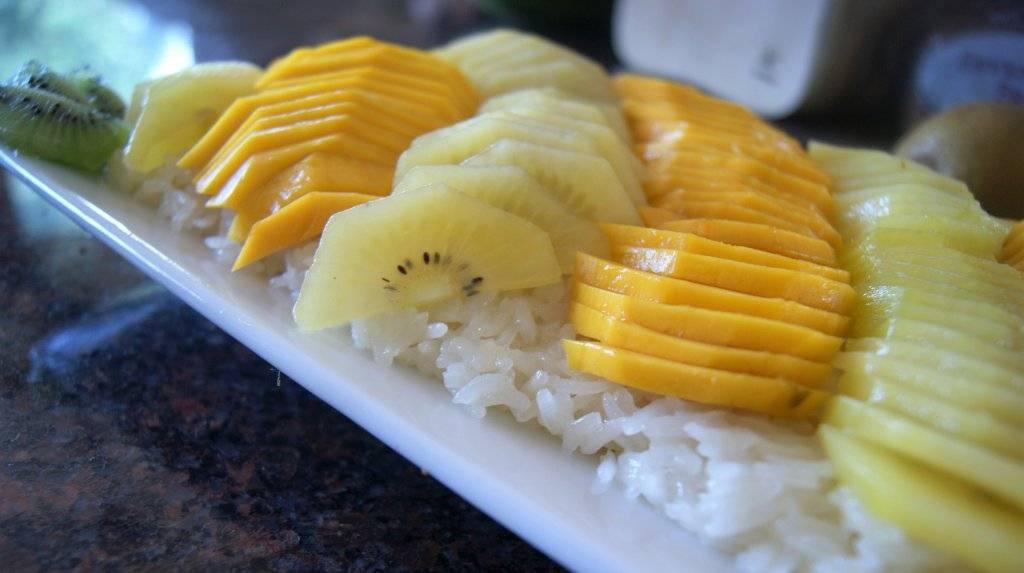 golden kiwi with coconut rice