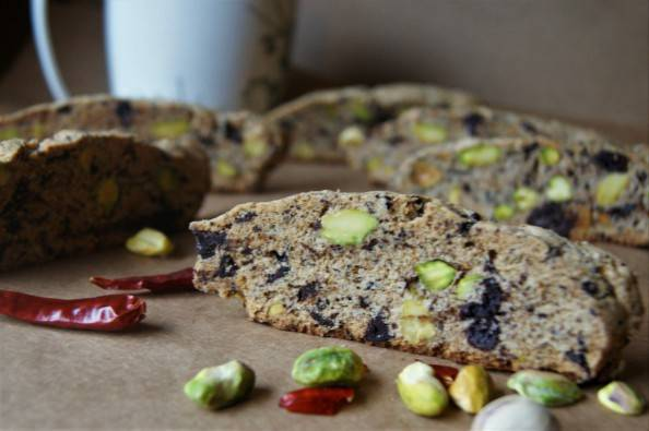pistachio biscotti with chili
