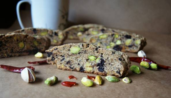 biscotti with raw pistachio